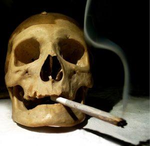 タバコとドクロ