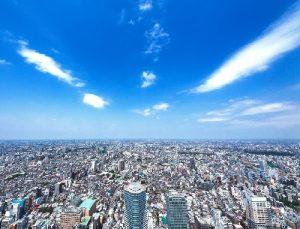 東京の街と青空