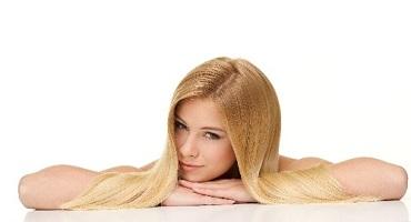 金髪の美しい女性