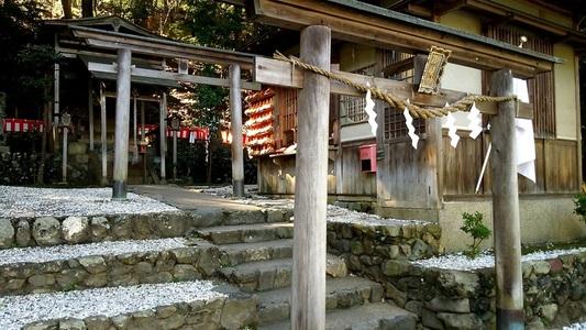 御髪神社 鳥居と本殿